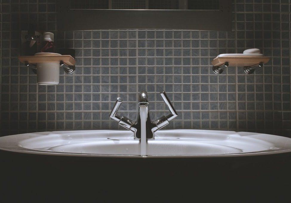 bathroom-690774_1280